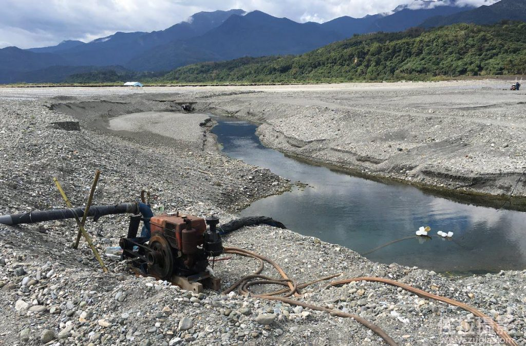 從河裡抽水灌溉