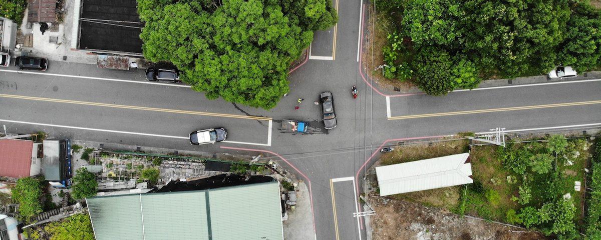 新生路與國光南路發生交通事故