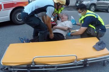 2020年7月12日下午18:22分左右,瑞穗村瑞美村新生路有一位老人摔倒送醫,佐拉報道: